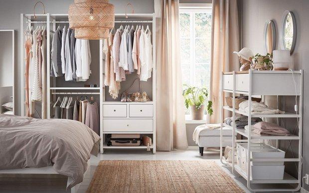 Фотография: Спальня в стиле Скандинавский, Советы, Гардероб, уборка, хранение в маленькой гардеробной – фото на INMYROOM