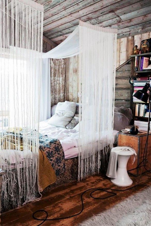 Фотография: Спальня в стиле Прованс и Кантри, Эклектика, Декор интерьера, Текстиль, Декор, Текстиль, Ткани, Шторы – фото на INMYROOM