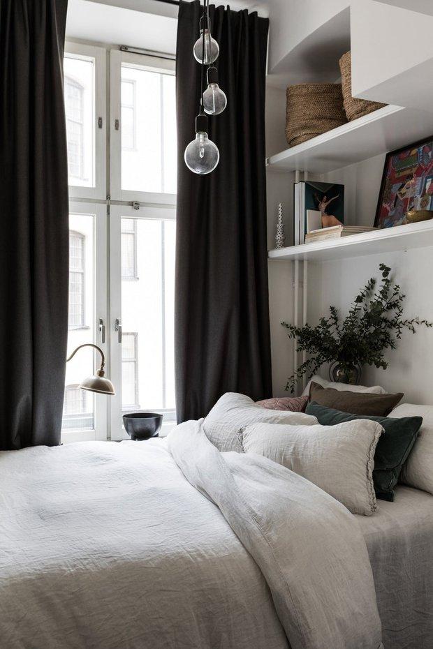 Фотография: Спальня в стиле Скандинавский, Эклектика, Декор интерьера, Малогабаритная квартира, Квартира, Швеция, Стокгольм, как оформить малогабаритку, как самостоятельно оформить интерьер, 2 комнаты, до 40 метров – фото на INMYROOM