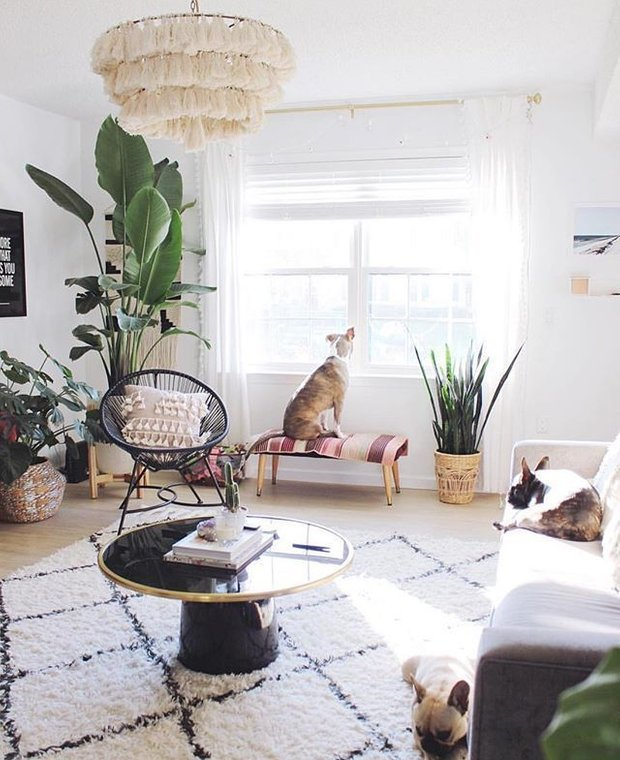 Фотография: Гостиная в стиле Скандинавский, Советы, REHAU, жара, как пережить жару, как пережить жару без кондиционера – фото на INMYROOM