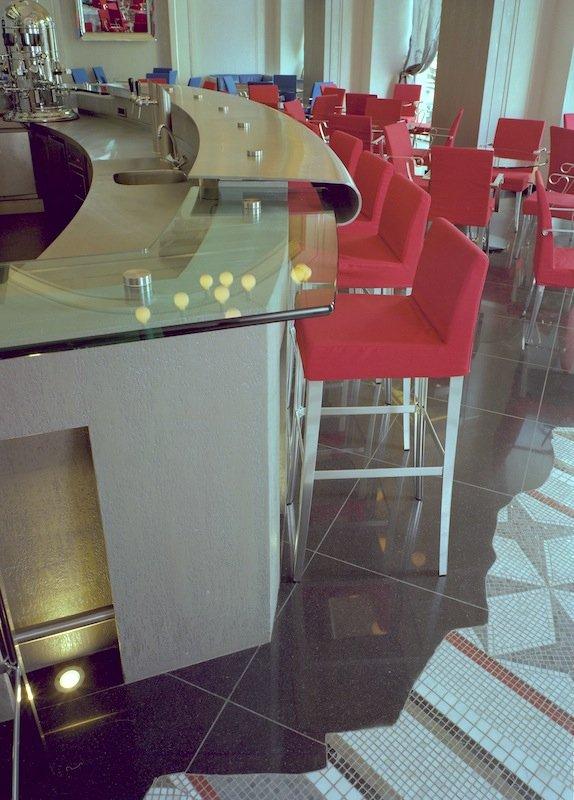 Фотография:  в стиле Современный, Декор интерьера, Мебель и свет, Мозаика, Декоративная штукатурка, Альтокка – фото на INMYROOM