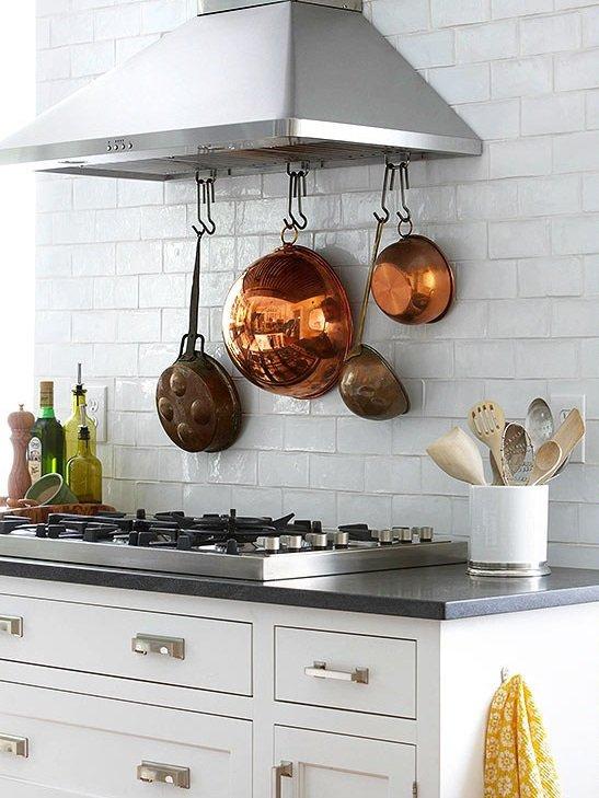 Фотография:  в стиле , Кухня и столовая, Советы, Марта Стюарт, как обустроить маленькую кухню, идеи для маленькой кухни, лайфхаки для кухни – фото на INMYROOM