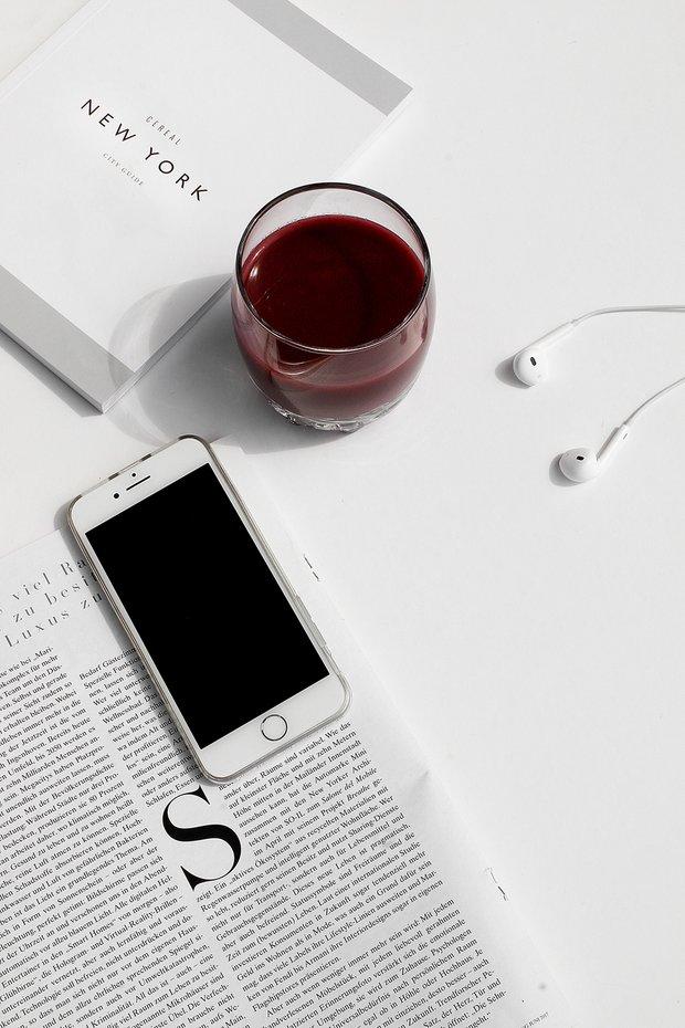 Фотография: Спальня в стиле Скандинавский, Читать, смотреть, слушать – фото на INMYROOM