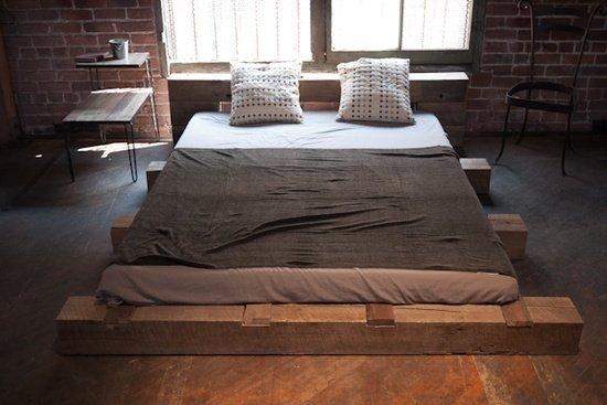 Фотография: Спальня в стиле Лофт, Интерьер комнат, Кровать, Гардероб, Комод, Пуф, Табурет – фото на INMYROOM