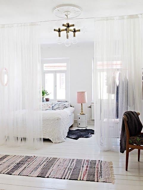 Фотография: Спальня в стиле Скандинавский, Малогабаритная квартира, Квартира, Советы, Бежевый, Бирюзовый, Зонирование, как зонировать комнату, как зонировать однушку, как зонировать однокомнатную квартиру – фото на INMYROOM