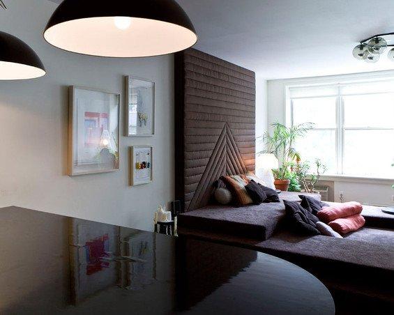 Фотография: Гостиная в стиле Современный, Малогабаритная квартира, Дизайн интерьера, Нью-Йорк, Диван, Декоративные панели – фото на INMYROOM