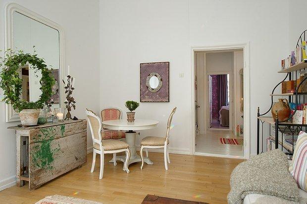 Фотография: Гостиная в стиле Скандинавский, Малогабаритная квартира, Квартира, Швеция, Франция, Дома и квартиры – фото на INMYROOM