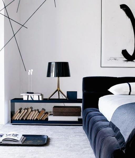 Фотография: Спальня в стиле Хай-тек, Декор интерьера, Мебель и свет, Стол – фото на INMYROOM