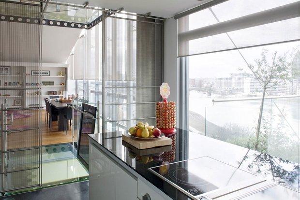 Фотография: Кухня и столовая в стиле Современный, Квартира, Дома и квартиры, Лондон, Панорамные окна – фото на INMYROOM