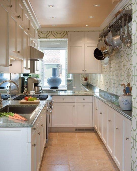 Фотография: Кухня и столовая в стиле Прованс и Кантри, Квартира, Советы, Уютная квартира, кухня в хрущевке, как обустроить кухню в хрущевке, малометражная кухня, зонирование кухни в хрущевке, Хрущевка – фото на INMYROOM
