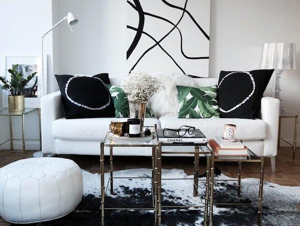Фотография: Гостиная в стиле Скандинавский, Современный, Декор интерьера, Малогабаритная квартира, Квартира, Интерьер комнат, Декор, Мебель и свет, Советы, дизайн гостиной, идеи для гостиной, маленькая гостиная, как увеличить маленькую гостиную, идеи для маленькой гостиной, мебель для маленькой гостиной, планировка маленькой гостиной – фото на INMYROOM