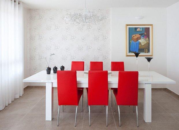 Фотография: Кухня и столовая в стиле Скандинавский, Современный, Декор интерьера, Малогабаритная квартира, Квартира, Дома и квартиры, Советы, Зеркало – фото на INMYROOM