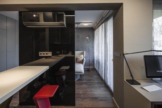 Фотография:  в стиле , Малогабаритная квартира, Квартира, Цвет в интерьере, Дома и квартиры, Серый, Умный дом, Будапешт – фото на INMYROOM