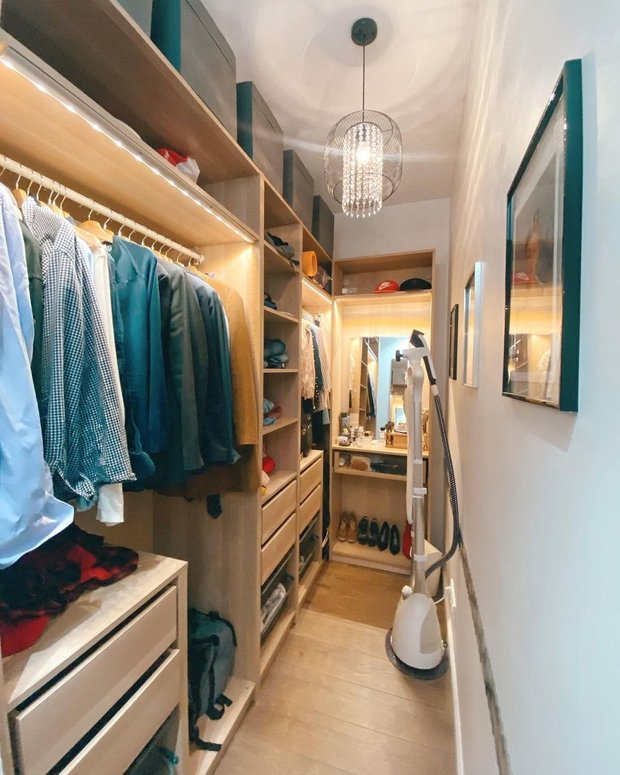 Шкаф — ПАКС ИКЕА. Размер — 100х50х100 см (глубина стандартная, около 55 см). Габариты шкафа для косметики — 75х35 см.