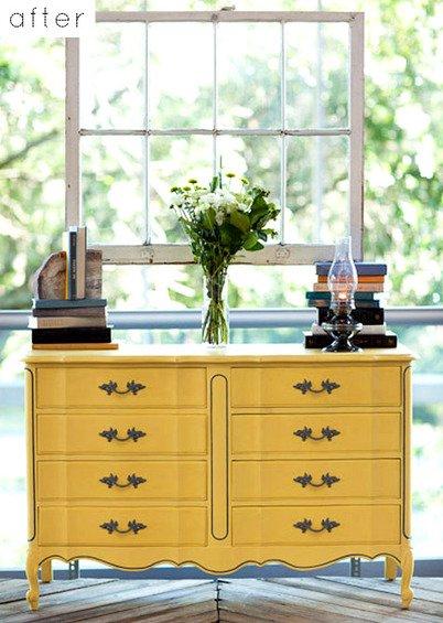 Фотография: Архитектура в стиле , Кухня и столовая, Декор интерьера, DIY, Мебель и свет, Переделка, Кресло, Диван, Люстра, Комод, Зеркало, Стул, Холодильник, идеи переделки старой мебели, переделка старой мебели фото – фото на INMYROOM