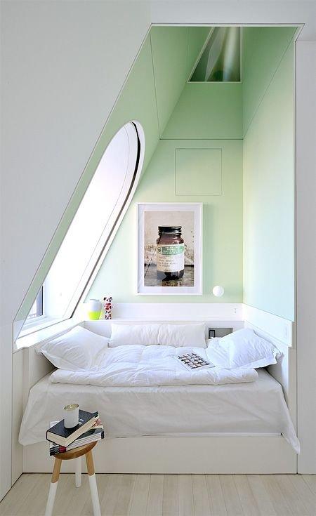 Фотография: Спальня в стиле Скандинавский, Современный, Декор интерьера, Квартира, Мебель и свет, Подиум – фото на INMYROOM