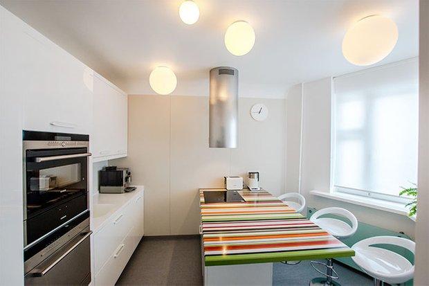 Фотография:  в стиле Современный, Хай-тек, Кухня и столовая, Интерьер комнат, Elle Decoration – фото на INMYROOM