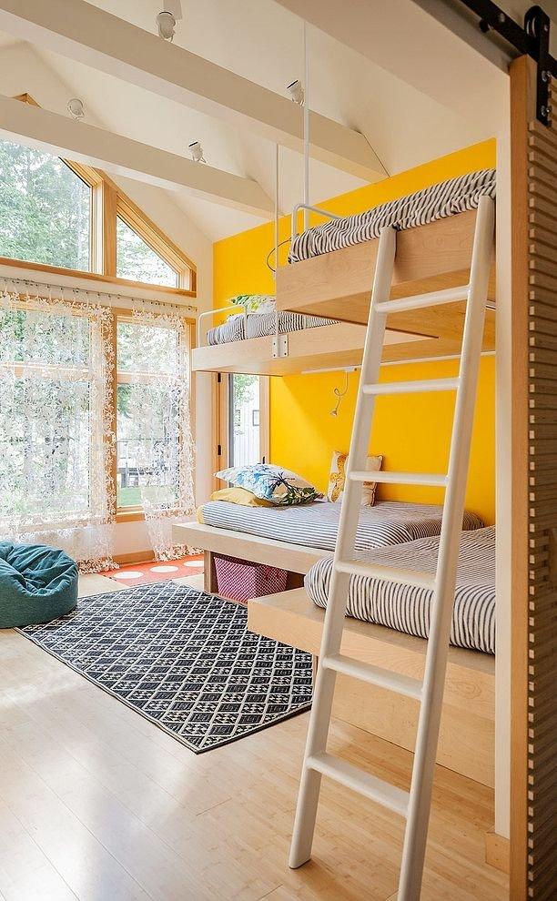 Фотография: Спальня в стиле Прованс и Кантри, Лофт, Детская, Интерьер комнат – фото на InMyRoom.ru