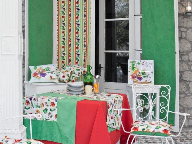 Фотография: Кухня и столовая в стиле Прованс и Кантри, Современный, Интерьер комнат, Часы – фото на InMyRoom.ru