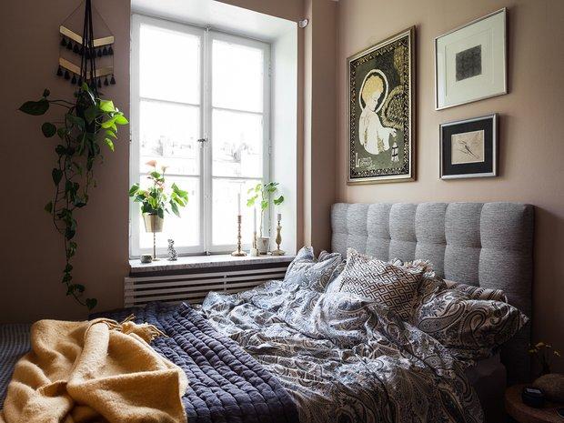 Фотография: Спальня в стиле Современный, Кухня и столовая, Гостиная, Скандинавский, Эклектика, Декор интерьера, Квартира, Швеция, Декор, Зеленый, Стокгольм, как создать уютную атмосферу, как обустроить двухкомнатную квартиру, 2 комнаты, 40-60 метров, как сочетать орнаменты – фото на INMYROOM