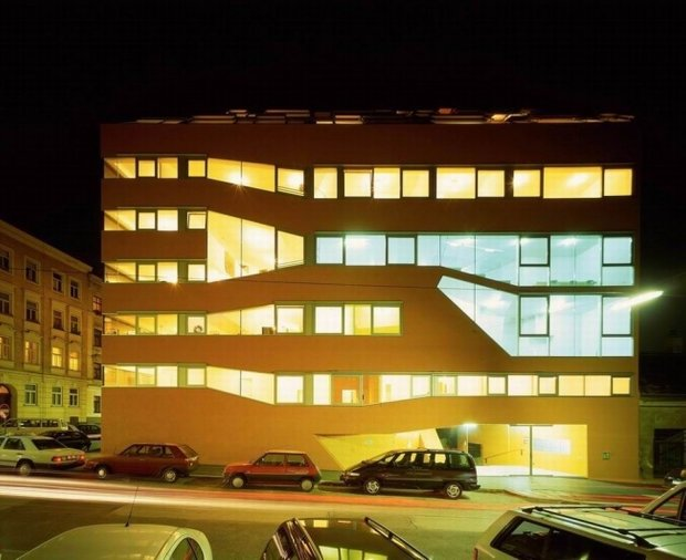 Фасад здания, Miss Sargfabrik