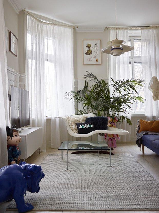 Фотография: Гостиная в стиле Скандинавский, Классический, Эклектика, Декор интерьера, Квартира, Швеция, Стокгольм, как оформить эклектичный интерьер, эклектика в нитерьере, 4 и больше, Более 90 метров – фото на INMYROOM