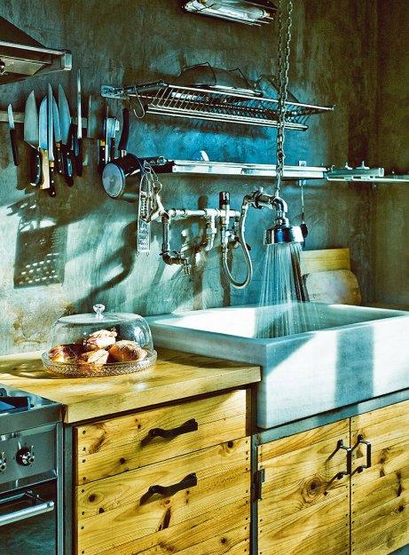 Фотография: Кухня и столовая в стиле Лофт, Дома и квартиры, Интерьеры звезд, Индустриальный – фото на INMYROOM