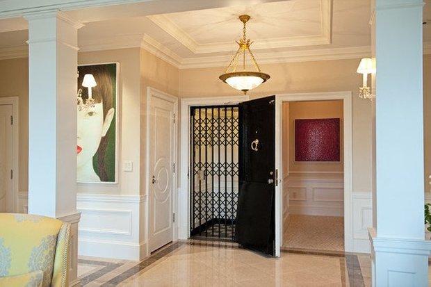 Фотография: Прихожая в стиле Эклектика, Квартира, Дома и квартиры, Пентхаус, Картины – фото на INMYROOM
