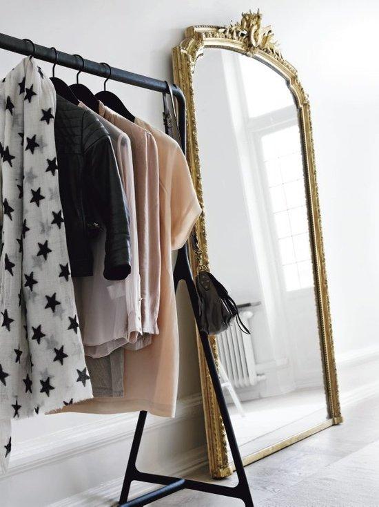 Фотография:  в стиле Классический, Скандинавский, Современный, Гардеробная, Малогабаритная квартира, Хранение, Интерьер комнат, Гардероб – фото на InMyRoom.ru