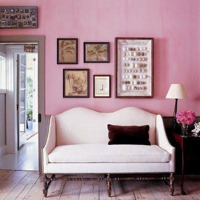 Фотография: Мебель и свет в стиле Прованс и Кантри, Декор интерьера, Дизайн интерьера, Цвет в интерьере, Стены, Розовый, Фуксия – фото на InMyRoom.ru