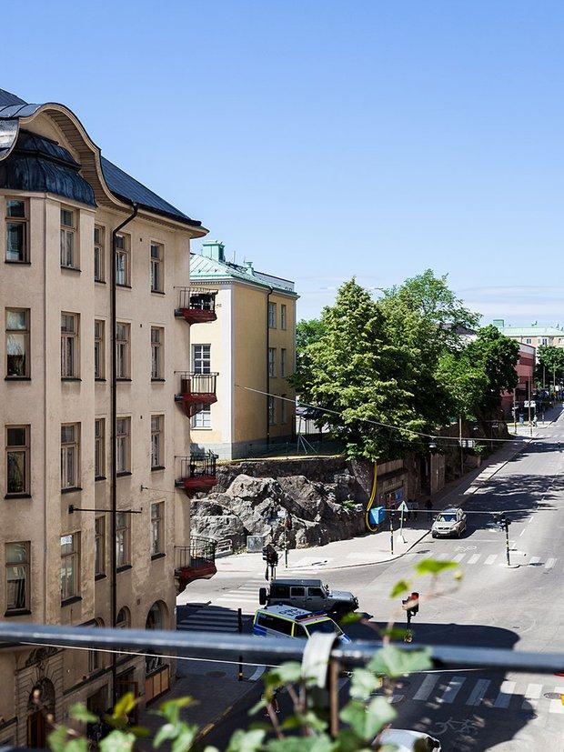 Фотография: Архитектура в стиле , Кухня и столовая, Гостиная, Спальня, Скандинавский, Эклектика, Декор интерьера, Квартира, Швеция, Декор, Зеленый, Стокгольм, как создать уютную атмосферу, как обустроить двухкомнатную квартиру, 2 комнаты, 40-60 метров, как сочетать орнаменты – фото на INMYROOM