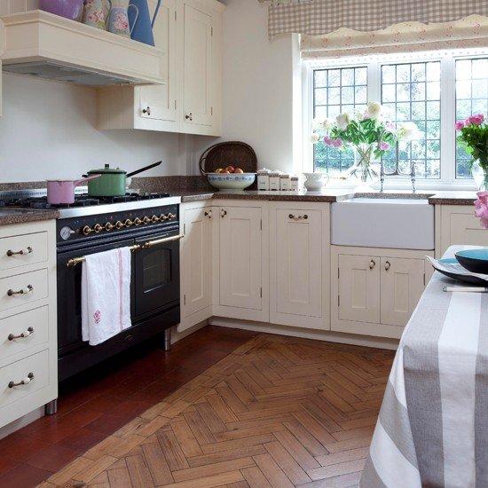 Фотография: Кухня и столовая в стиле Прованс и Кантри, Интерьер комнат, Плитка – фото на InMyRoom.ru