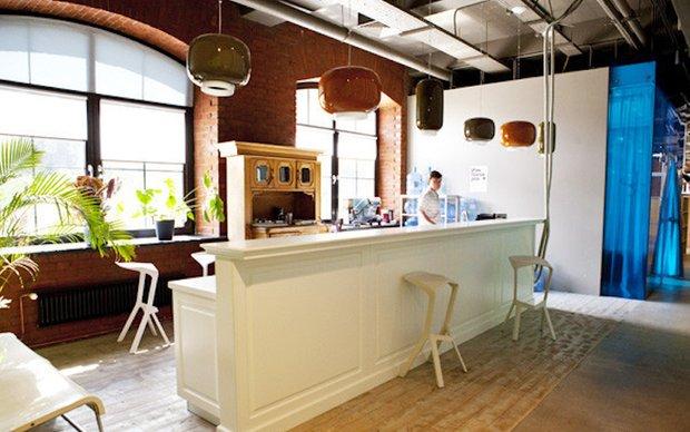 Фотография: Кухня и столовая в стиле Лофт, Современный, Офисное пространство, Индустрия, Люди – фото на INMYROOM