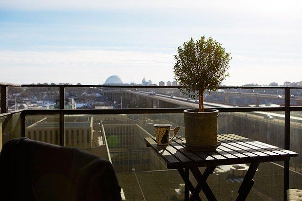 Фотография: Балкон, Терраса в стиле Современный, Скандинавский, Декор интерьера, Малогабаритная квартира, Квартира, Дома и квартиры – фото на InMyRoom.ru