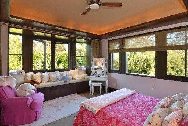 Фотография: Спальня в стиле Прованс и Кантри, Классический, Современный, Дом, Дома и квартиры, Интерьеры звезд – фото на INMYROOM