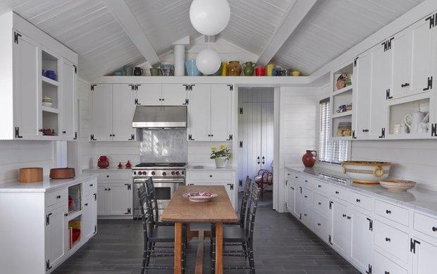 Фотография:  в стиле , Кухня и столовая, Декор интерьера, Советы, Белый, белая кухня, белый цвет в интерьере – фото на INMYROOM