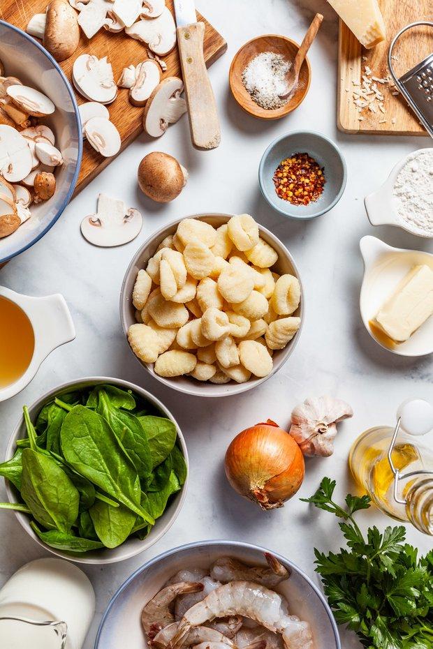 Фотография:  в стиле , Основное блюдо, Тушение, Жарить, Картофель, Итальянская кухня, Кулинарные рецепты, 1 час, Европейская кухня, Средняя сложность, Шампиньоны, Креветки – фото на INMYROOM