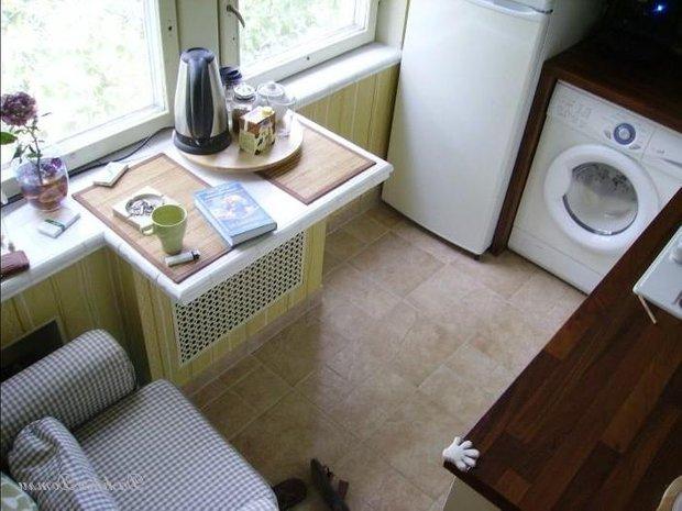 Фотография: Прочее в стиле , Кухня и столовая, Малогабаритная квартира, Интерьер комнат, Холодильник – фото на INMYROOM