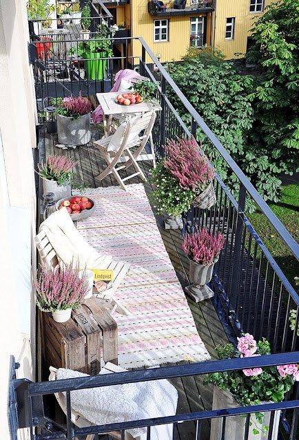 Фотография: Балкон в стиле Прованс и Кантри, Скандинавский, Ландшафт, Декор, Терраса, Советы, Мария Шумская, Есения Семипядная, элегантный городской балкон, винтажные вещи на балконе, восточный декор для балкона, балкон в средиземноморском стиле, ландшафтный дизайн для балкона, горизонтальное озеленение, хвойные растения на балконе – фото на INMYROOM