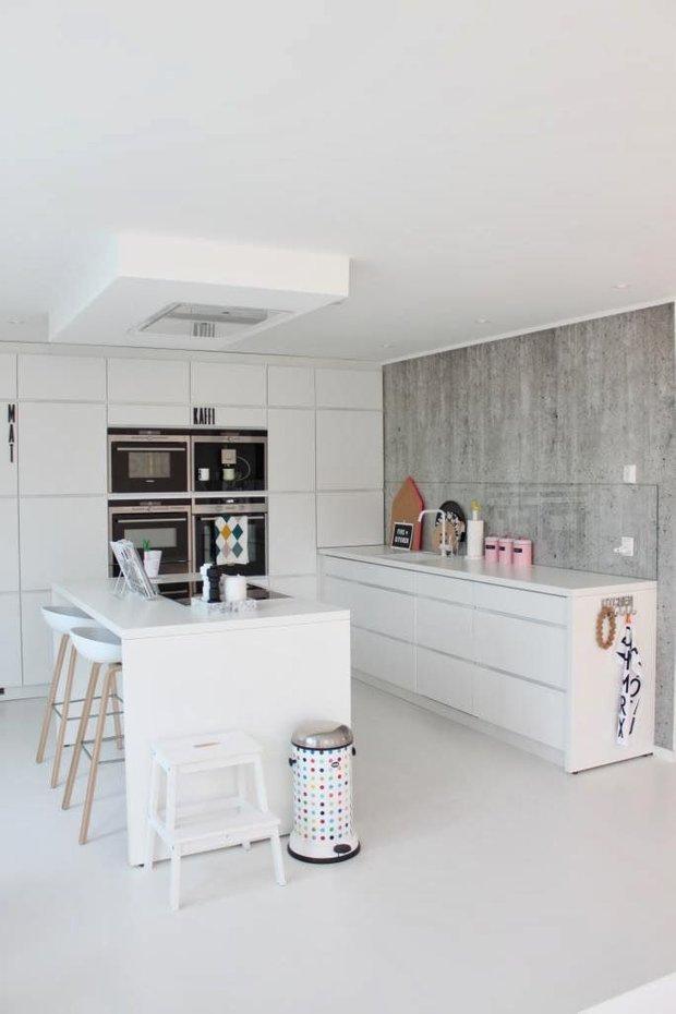 Фотография: Кухня и столовая в стиле Лофт, Минимализм, Декор интерьера, Декор – фото на INMYROOM