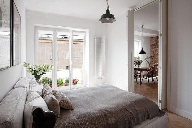 Фотография: Спальня в стиле Скандинавский, Лофт, Квартира, Цвет в интерьере, Дома и квартиры, Белый, Стена – фото на INMYROOM
