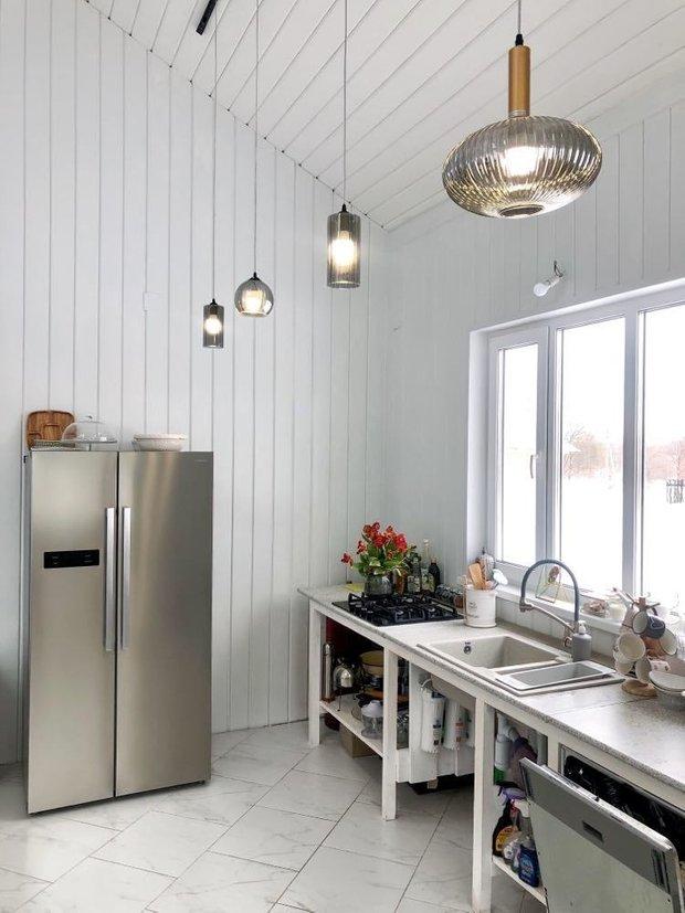 Холодильник Centek CT-1751, общий объем 530 литров. Холодильная камера — 348 л, морозильная — 182 л. Размеры — 90/180/75.