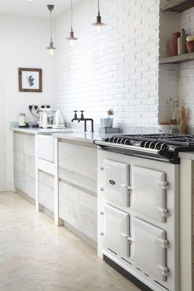 Фотография: Кухня и столовая в стиле Скандинавский, Декор интерьера, Декор дома, Кухонный остров – фото на INMYROOM