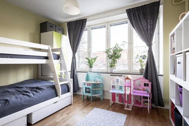 Фотография: Детская в стиле Скандинавский, Классический, Декор интерьера, Квартира, Швеция, Белый, Красный, Серый, 2 комнаты, Более 90 метров – фото на INMYROOM