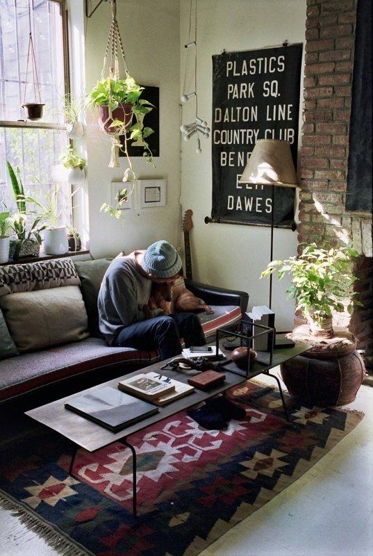 Фотография: Гостиная в стиле Прованс и Кантри, Лофт, Современный, Декор интерьера, Цвет в интерьере, Индустрия, Новости, Маркет, Ковер – фото на INMYROOM