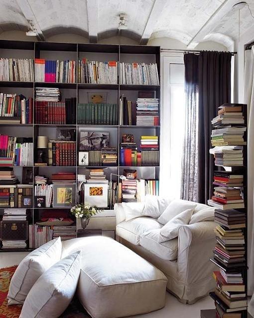 Фотография: Офис в стиле Скандинавский, Хранение, Стиль жизни, Советы, Мансарда, Подоконник – фото на INMYROOM