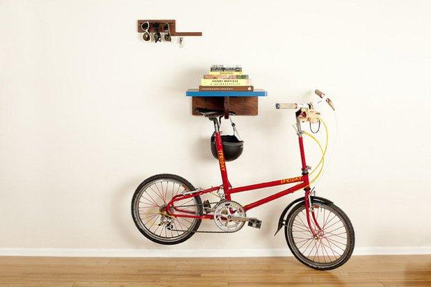 Фотография:  в стиле , DIY, Квартира, Аксессуары, Советы, хранение, хранение спортивных снарядов, хранение лыж в квартире, хранение роликов в квартире, хранение доски для серфинга в квартире, хранение сноуборда в квартире, идеи хранения велосипеда в квартире, хранение самоката в квартире, хранение скейта в квартире – фото на INMYROOM