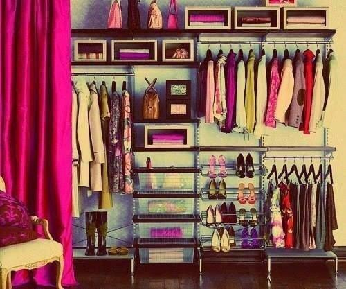 Фотография:  в стиле Современный, Гардеробная, Малогабаритная квартира, Хранение, Интерьер комнат, Гардероб – фото на INMYROOM
