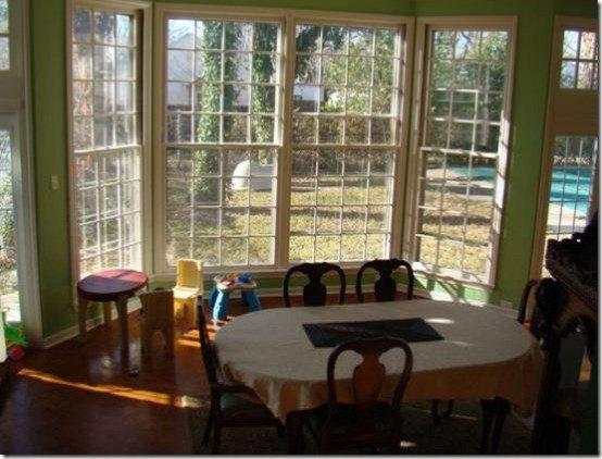 Фотография: Кухня и столовая в стиле Прованс и Кантри, Декор интерьера, Интерьер комнат, Переделка, Большие окна, Обеденная зона – фото на INMYROOM