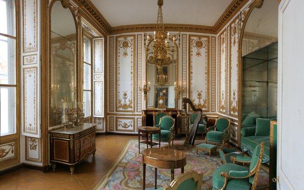 Апартаменты Марии-Антуанетты в Версале с предметами работы Буля, придворного мебельщика